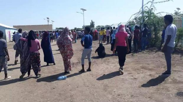 Refugees demonistrate agains Unhcr officers in shegerab refugee camp (1)